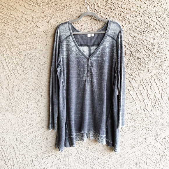 6e72c68fa54bb6 MELROSE   MARKET NWT Bleached Charcoal Thermal Top